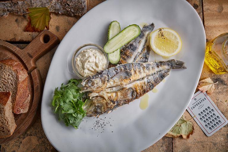 Восемь новых блюд в ресторанах «Сыроварня» - жареная ледяная рыба с домашним соусом тартар