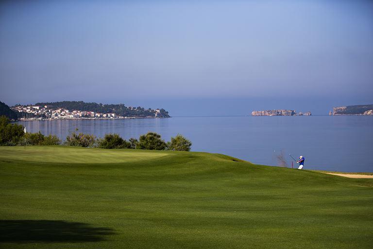 Хосе Мария Оласабаль станет дизайнером гольф-полей в Costa Navarino - фото 1