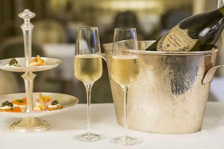 Эксклюзивный бранч в Majestic Hotel&Spa Barcelona - бутылка французского шампанскогоDom Pérignon