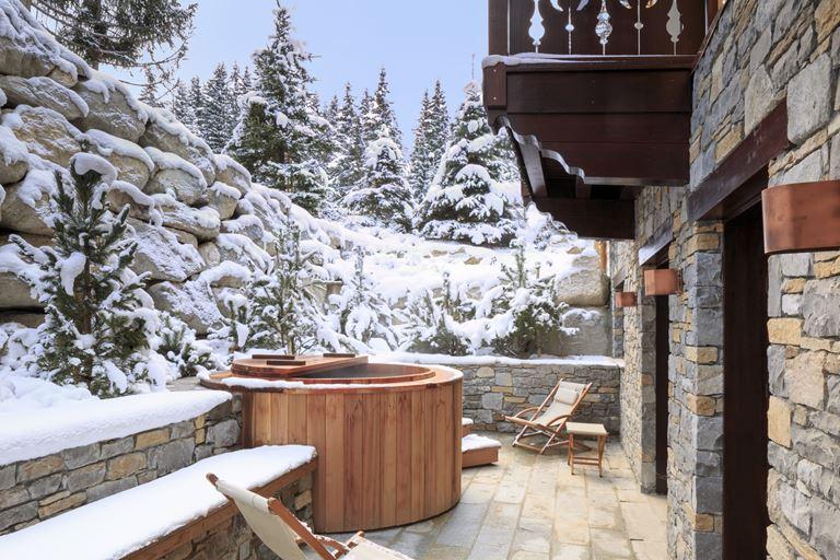 Cheval Blanc Courchevel - русская баня с гидромассажной ванной на свежем воздухе