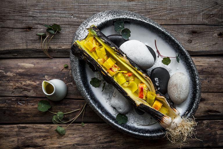Меню в ресторане Christian - Фаланга лука-порея, фаршированная крабом и пикантным соусом из карри и шафрана