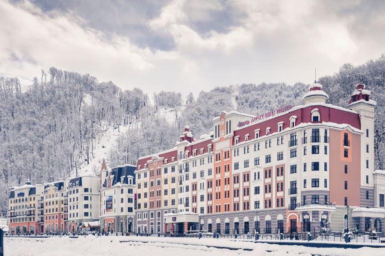 7 направлений для ноябрьских праздников от отелей Mercure - здание отеля Mercure Rosa Khutor