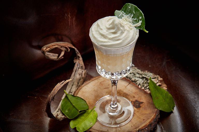 Новые сезонные напитки в «Сыроварнях» Москвы - «Бэк ту Тай» на роме с ликером из маракуйи