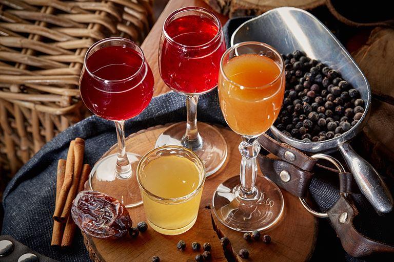 Новые сезонные напитки в «Сыроварнях» Москвы - настойки делают на основе водки