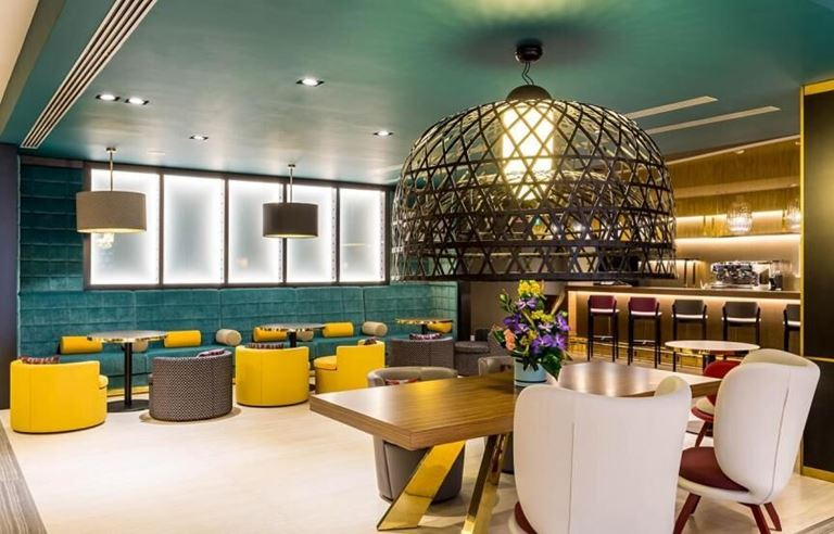 7 направлений для ноябрьских праздников от отелей Mercure - бар Mercure Almaty Сity Center