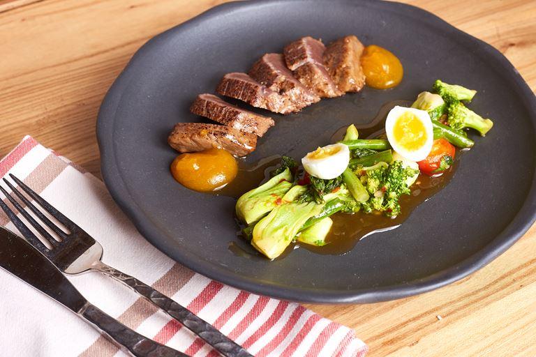 Сеты из четырех блюд за 1500 рублей в «Рыбторге» - Салат татаки