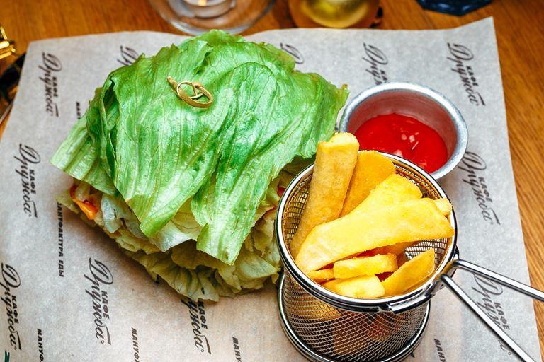 Новые блюда в «Кафе Дружба. Мануфактура еды» - фито-бургер с говяжьей котлетой