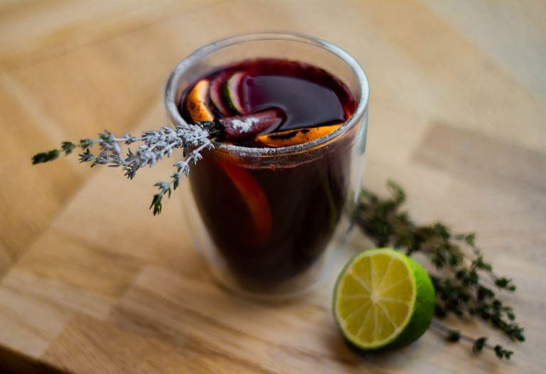 безалкогольный глинтвейн с яблочно-вишневым соком