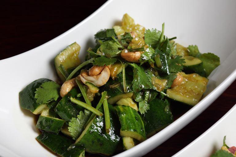 Ресторан «Китайская грамота. Бар и Еда» - Салат из битых огурцов с кинзой и кешью