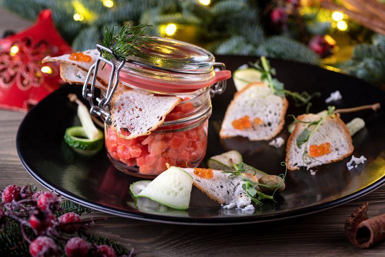 Рождество в ресторане украинской кухни «Шинок» - тартар из лосося