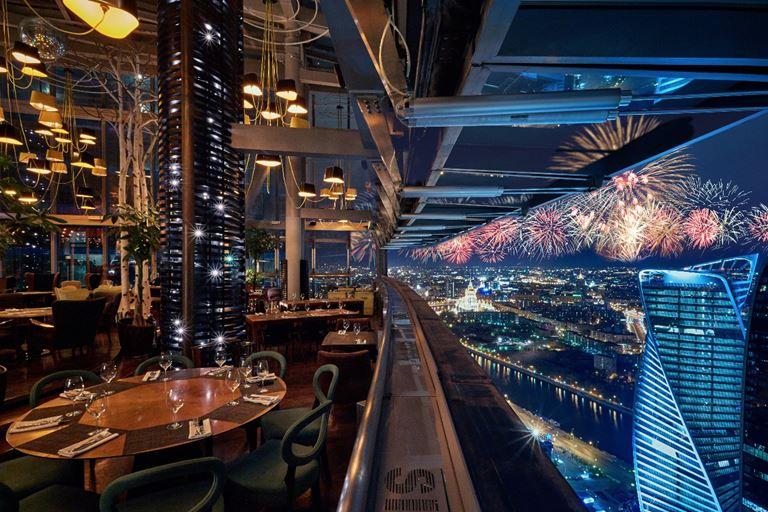 Новый год на высоте в панорамном ресторане Sixty!