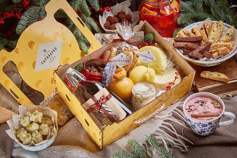 Новогодняя подарочная корзина в «Сыроварне»