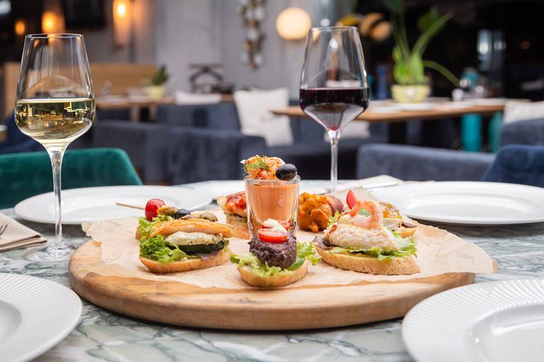 Тапас и пинчос-бар в ресторане Barceloneta в Сочи - фото