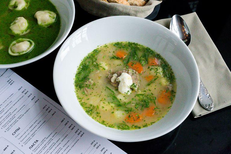 Суп с томленой говядиной, корнеплодами и хреном