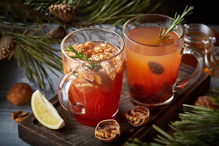 Шишки, специи и цитрус – напитки в кафе «Руккола» - «Грецкий орех» (190 р./300 мл) и «Сосновые шишки»