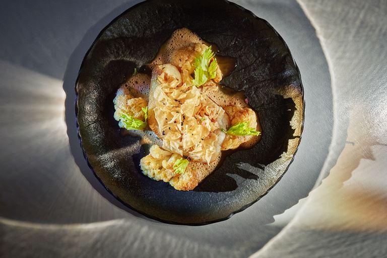 Филе палтуса с карамелизированной цветной капустой