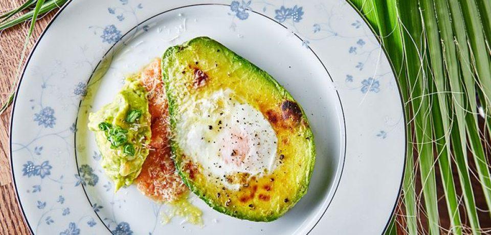 4 рецепта полезных завтраков с авокадо от ресторана Avocado Queen