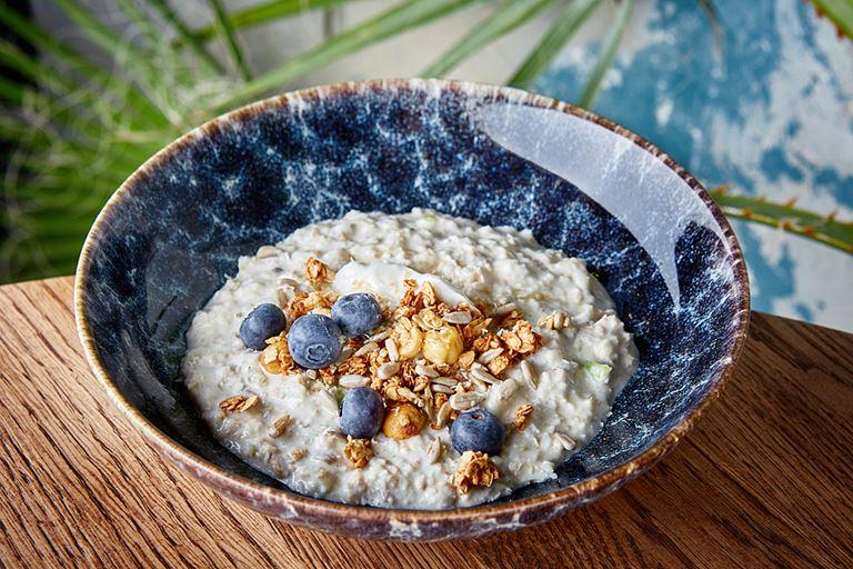 Бирхер-мюсли с йогуртом и кокосовым молоком