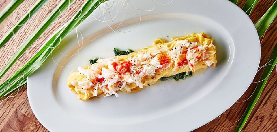 Омлет с крабом и листьями шпината – рецепт королевского завтрака от Avocado Queen