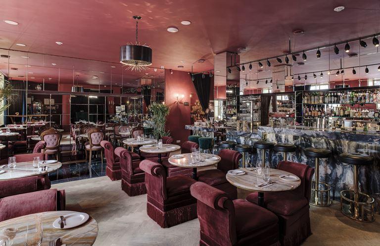 Новое место силы: Courage Champagne & Oysters Bar - фото