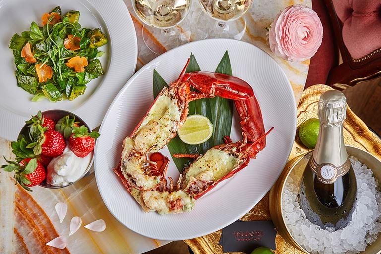 День влюблённых в Courage Champagne & Oysters Bar
