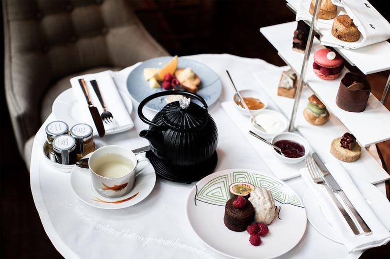 Королевское чаепитие в Le Royal Monceau – Raffles Paris