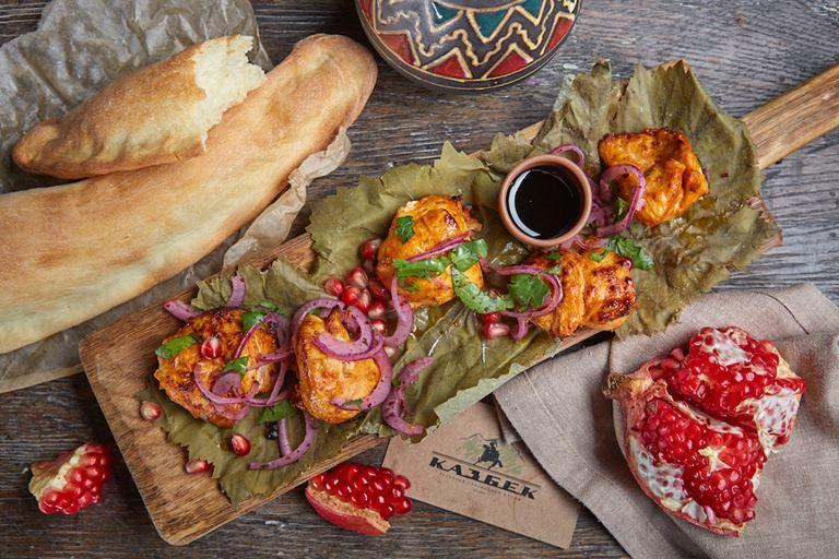 Шашлык из курицы в ресторане «Казбек»