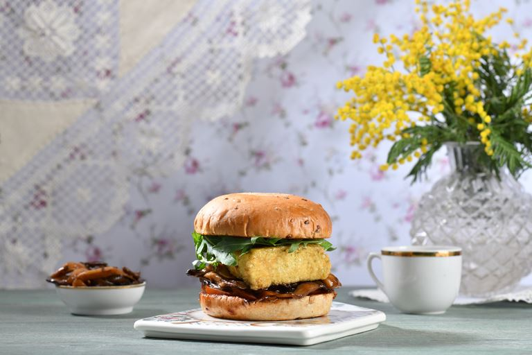 Burger Heroes представляет бургер в честь Клары Цеткин