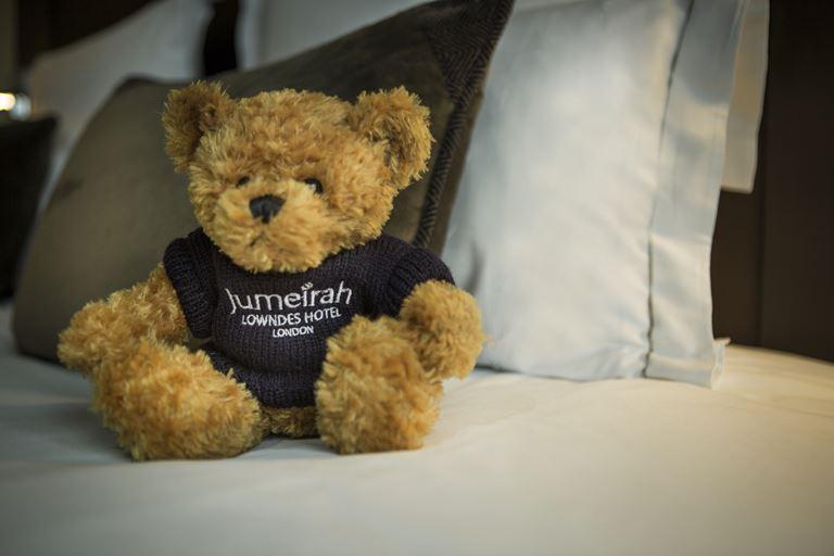 Jumeirah Lowndes Hotel - плюшевый мишка