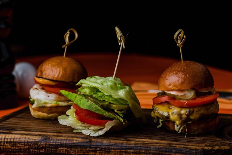 «Легкие» бургеры на 8 марта в Steak It Easy