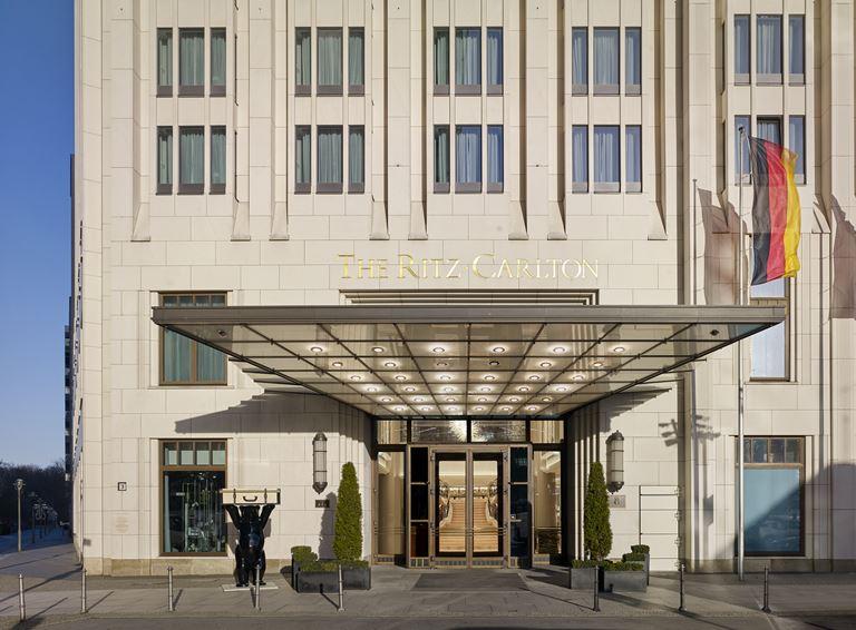 The Ritz-Carlton, Berlin (Германия):  обновленные интерьеры отеля в стиле ар-деко - фото 1