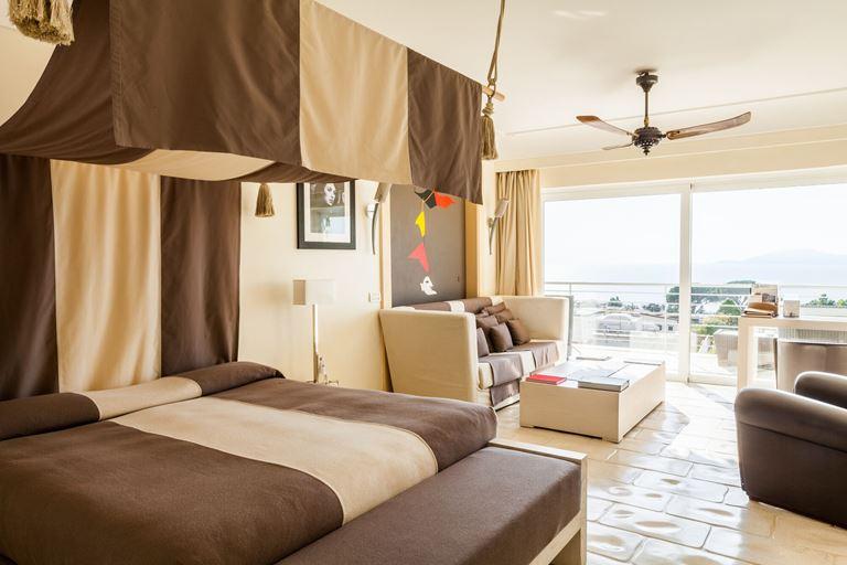 Оригинальные сьюты в отеле Capri Palace - фото -