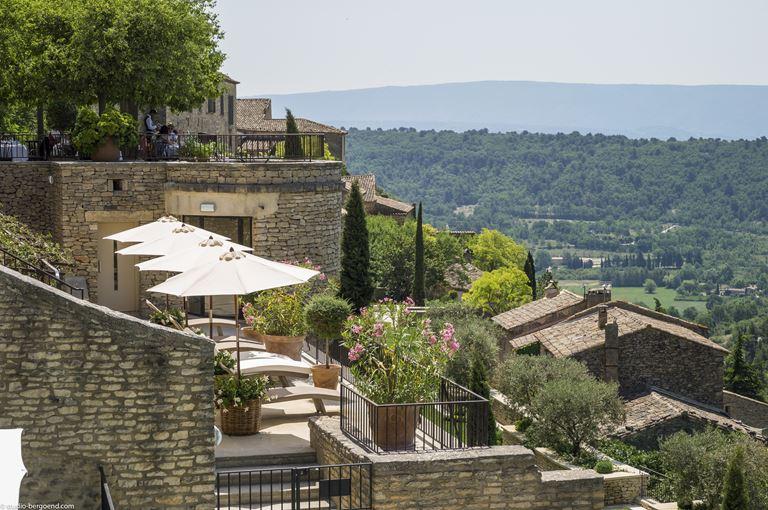Свадьба с видом на долину Люберон в отеле La Bastide de Gordes (Горд, Франция) - фото
