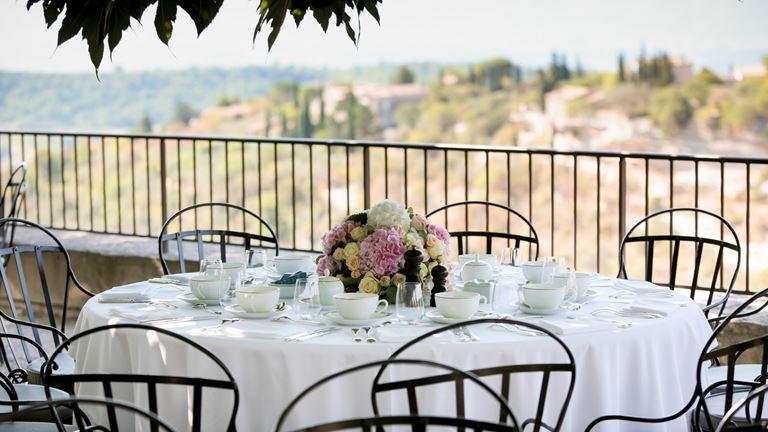 Свадьба с видом на долину Люберон в отеле La Bastide de Gordes (Горд, Франция) - фото 6
