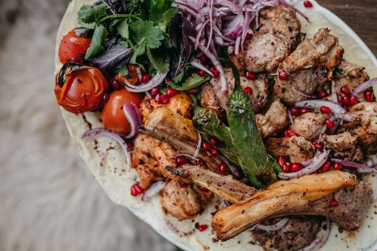 Лучший в Москве шашлык и люля на Усачевском рынке открылся ресторан «Алмаз» Аркадия Новикова
