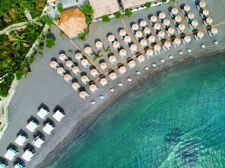 Out of the Blue Capsis Elite Resort (Греция) приглашает отметить еврейскую Пасху на берегу Эгейского моря