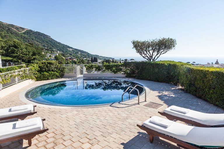 Оригинальные сьюты в отеле Capri Palace - фото - Presidential Paltrow с бассейном и террасой
