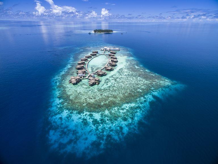 Морские дворецкие и другие инициативы по сохранению морской среды нового курорта Raffles Maldives Meradhoo