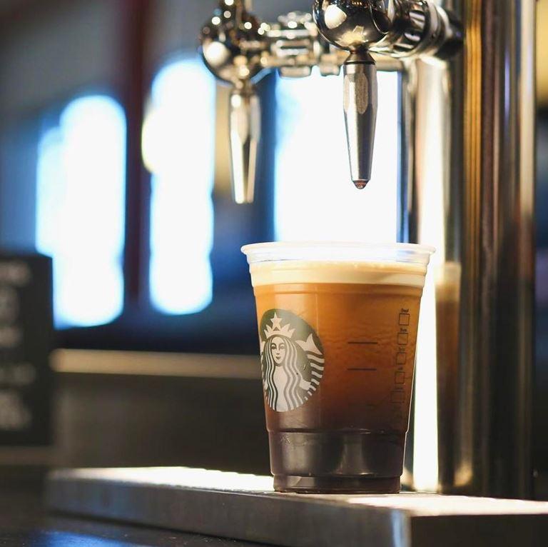 Starbucks Reserve Bar запускает напитки Нитро!