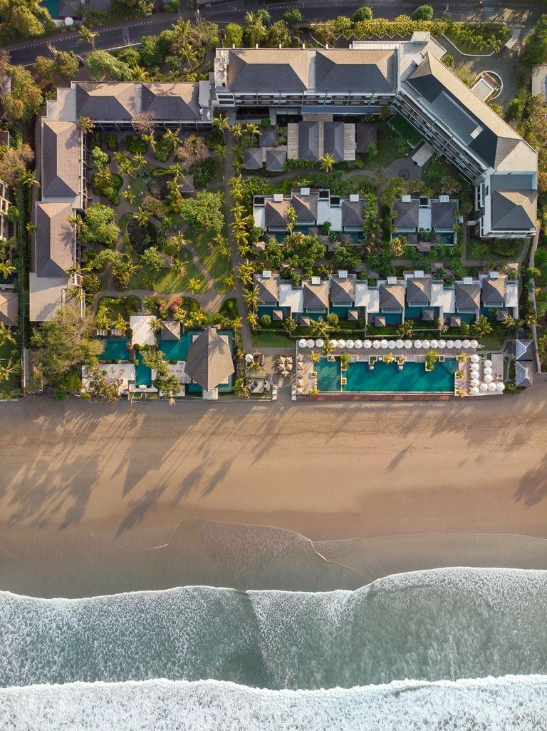The Seminyak Beach Resort & Spa (Бали) предлагает частные виллы на берегу океана