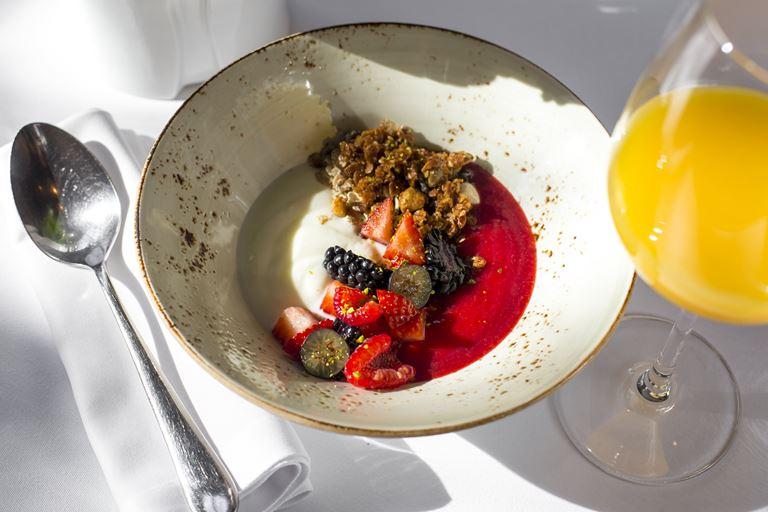 Завтраки от Мирко Дзаго на летней террасе ресторана «Аист»