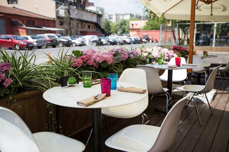Сезон открыт: летняя веранда и всё для пикника в «Кафе Дружба. Мануфактура еды»