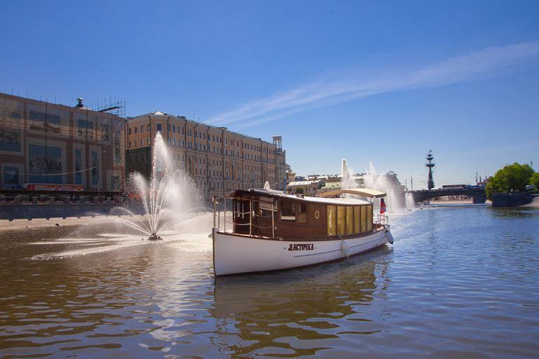 Индивидуальная прогулка по Москва-реке на персональном катере «Ласточка»