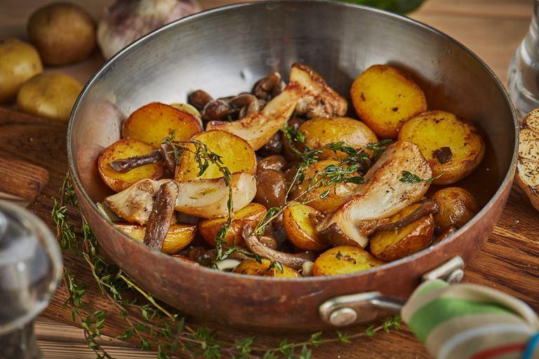 Домашний картофель с грибами и розмарином от итальянских кафе «Руккола»