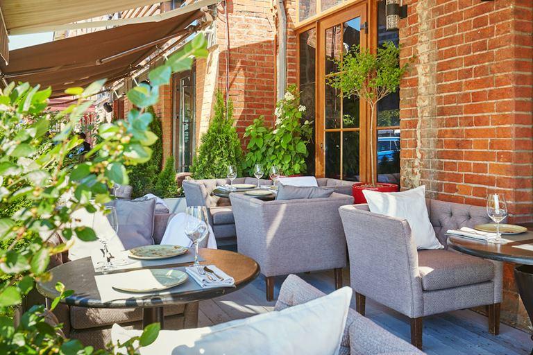 Городской сад: летняя веранда ресторана «Шинок»