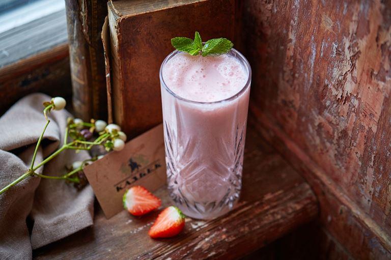 Кисломолочный напиток-смузи клубника-мацони