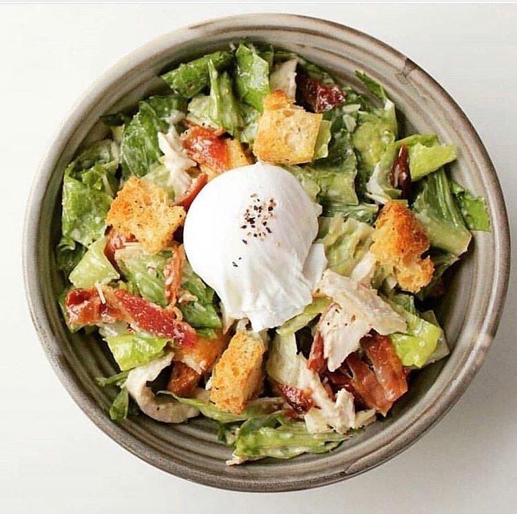 5 популярных салатов, которые знают (и любят) во всём мире - Салат «Цезарь»