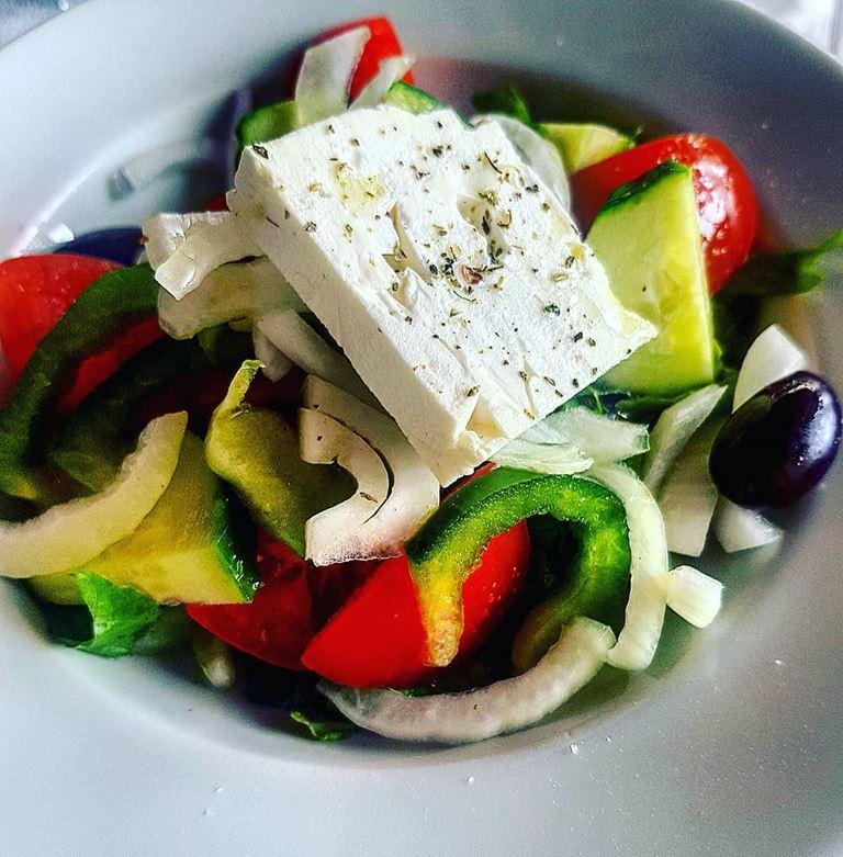 5 популярных салатов, которые знают (и любят) во всём мире - Греческий салат