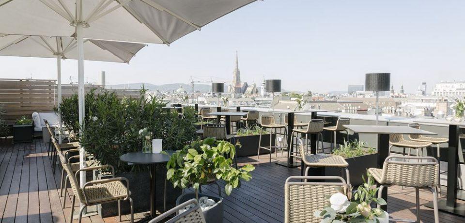 Отдых по-австрийски в баре на крыше отеля The Ritz-Carlton, Vienna