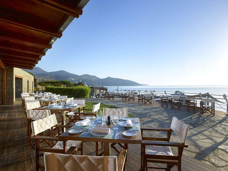 Ресторан и бар The Blue Bay отеля St. Nicolas Bay Resort Hotel & Villas, Греция, о. Крит)